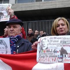 Chi ha ucciso Denis? Corteo per Bergamini insieme alla famiglia a Cosenza – da 'l'Unità' – 28/12/09